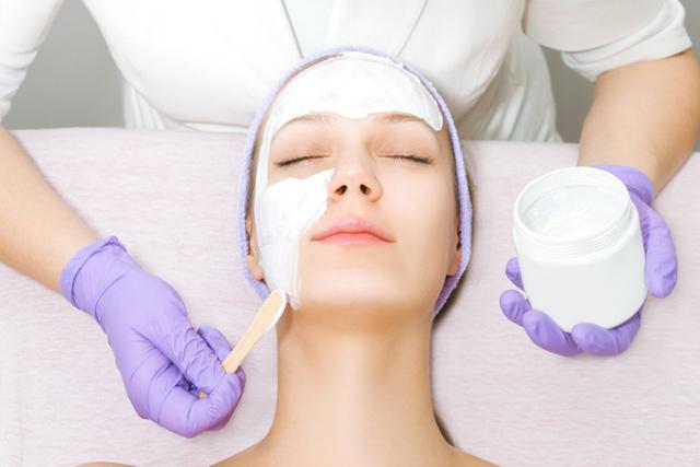 Возрастная пигментация кожи: на лице, причины и лечение