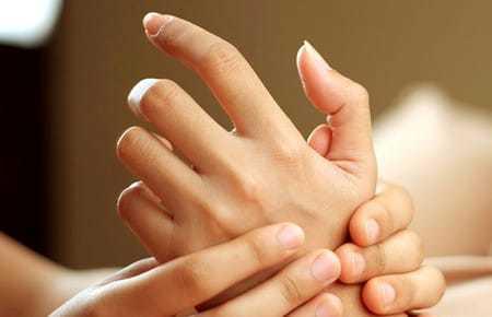 Бородавки на пальцах рук: причины и лечение, кожный нарост