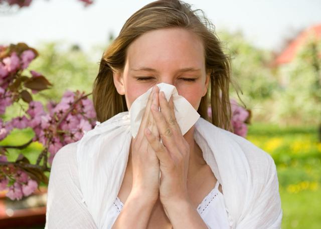 Аллергия на коже, чешутся красные пятна: лечение, в домашних условиях