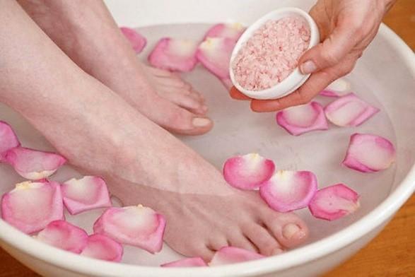 Ванночка для ног с перекисью водорода в домашних условиях