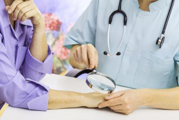 Губы трескаются и шелушатся: что делать, лечение трещин
