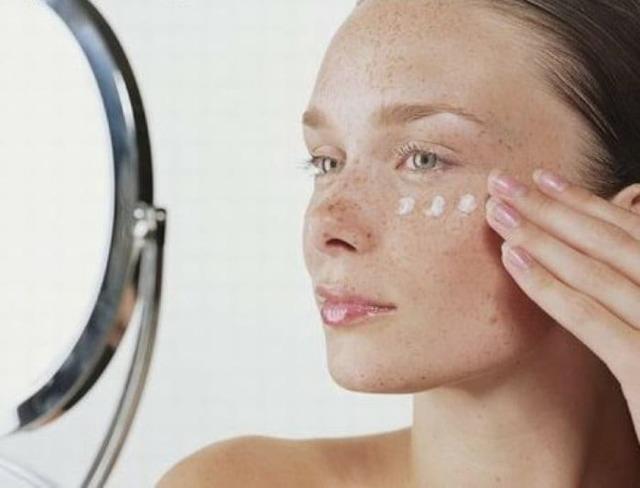 Белые пятна на коже после загара: мелкие, солярия