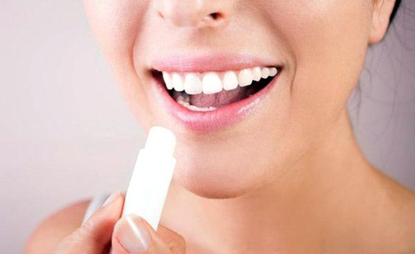 Герпес на губах: причины возникновения, появления, от чего
