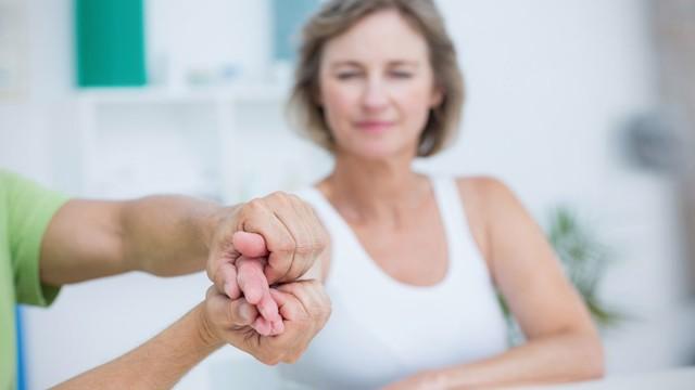 Дрожание рук: причины и лечение, дрожь, трясутся, у молодых