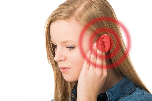 Почему звенит в ушах: причины, примета, правом и левом ухе