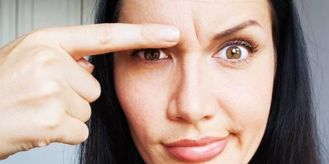 Как избавиться от морщин между бровями в домашних условиях