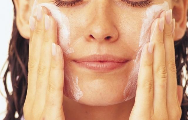 Угри на лице: лечение в домашних условиях, у женщин, красные