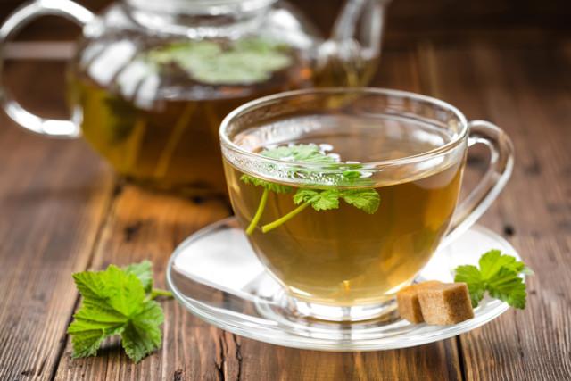 Чай с малиной при температуре: веточки, листья