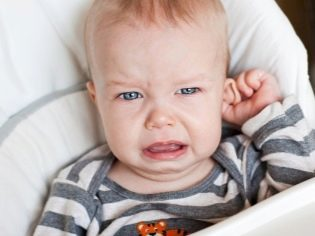 Ребенок плохо слышит: что делать, если стал, глухота