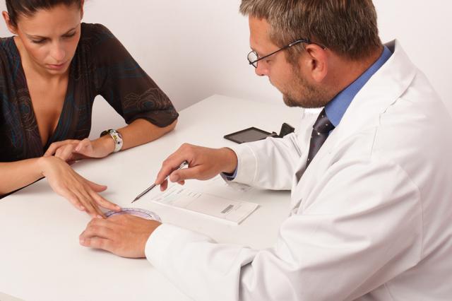 Грибок между пальцами рук: лечение, в домашних условиях