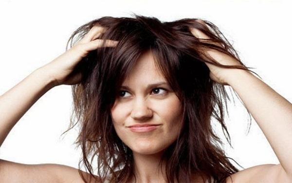 Чешется голова и выпадают волосы: причины, лечение