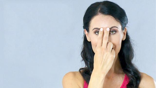 Как убрать морщины на лбу между бровями: переносице