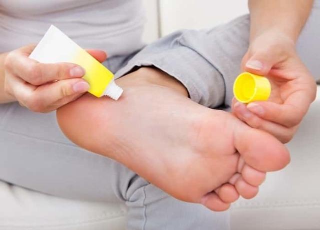 Пяточные шпоры: симптомы и лечение, причины, мази, пластыри
