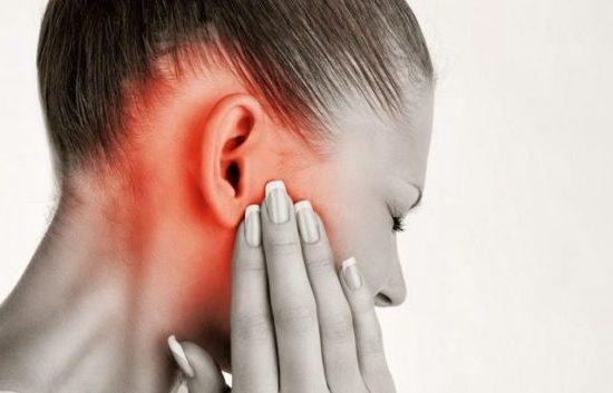 Ухо плохо слышит, но не болит: что делать, причины