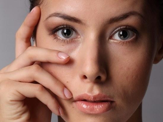 Почему отекает лицо: глаза по утрам, причины, отёки
