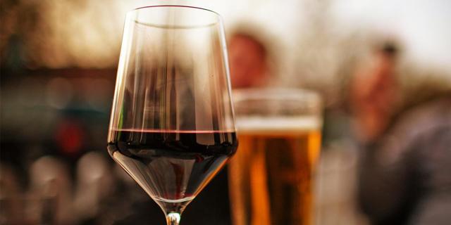 Можно ли пить алкоголь после удаления зуба: мудрости, когда